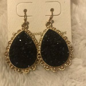 Jewelry - Pretty black and gold earrings